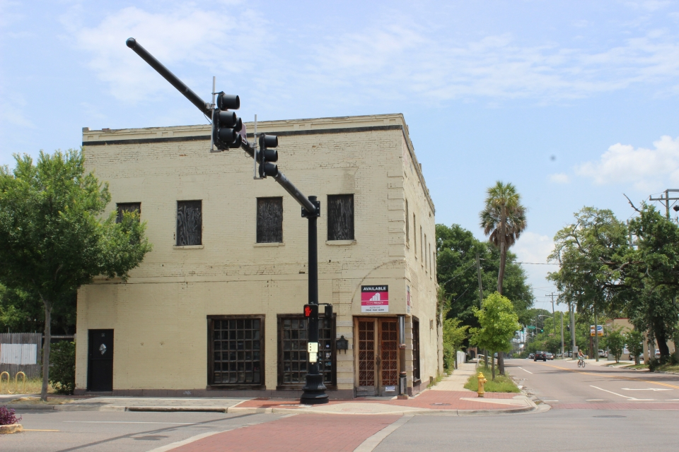 Austin Kay Negotiates the Sale of 1101 N Main St.